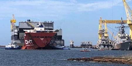 美海军驱逐舰在船厂舾装时遭撞击受损