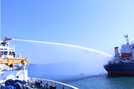 """东海锚地""""盛泰""""轮失火2人死亡15名船员获救"""