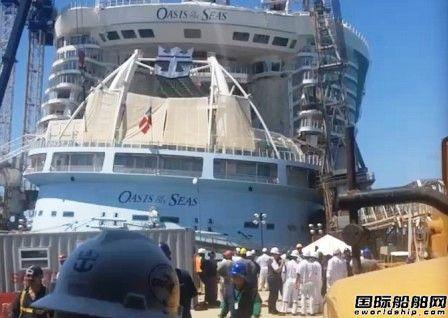 """""""海洋绿洲""""号邮轮坞修被倒塌起重机砸伤8人受伤"""