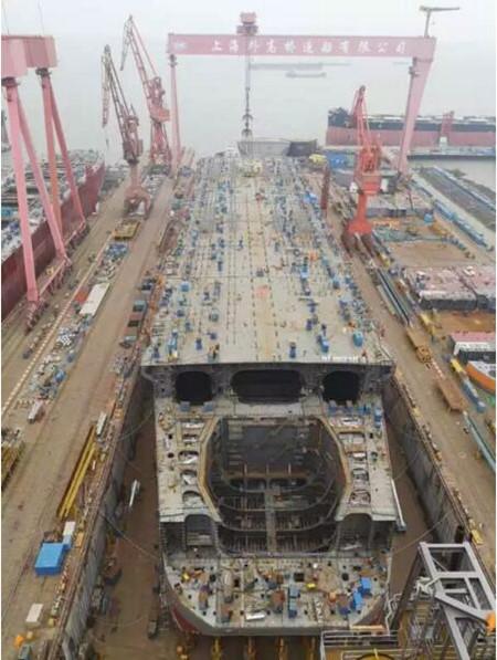 外高桥造船完成30万吨FPSO超大型总段移位
