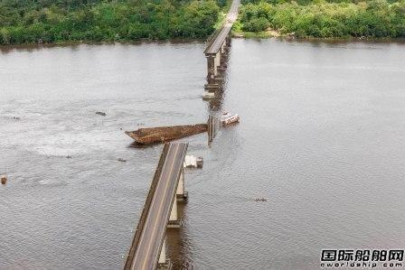 巴西渡船撞桥坍塌5人失踪2车坠河