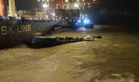 风大浪急!一艘燃油船搁浅5人被困
