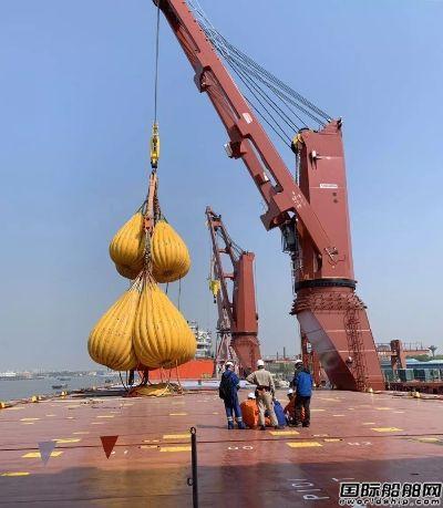 沪东中华13000吨重吊船5号船完成吊重试验