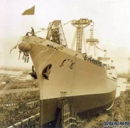 """59年前今天,首艘国产万吨轮""""东风""""号下水"""