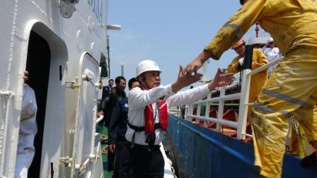广澳湾海域一艘散货船遇险11人获救