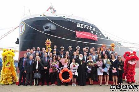 扬子江船业两艘82000吨散货船命名