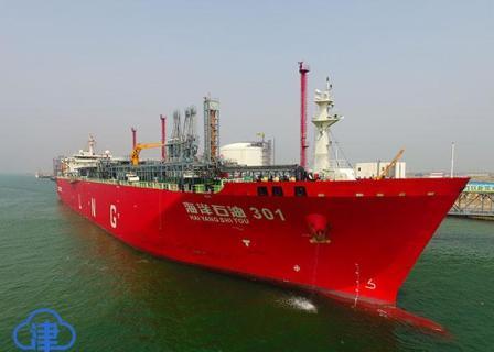 """国内首艘智能LNG船""""海洋石油301""""抵津"""