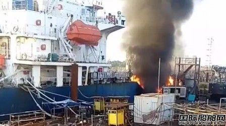 印尼船厂在修化学品船爆炸两人受伤
