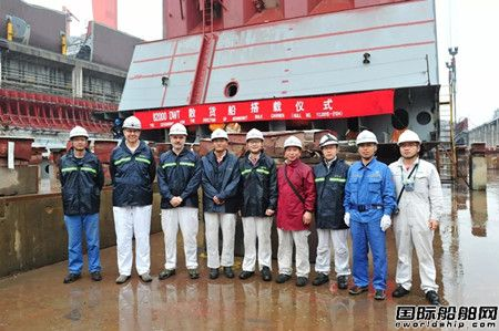 新扬子造船两艘82000吨散货船完成进坞搭载