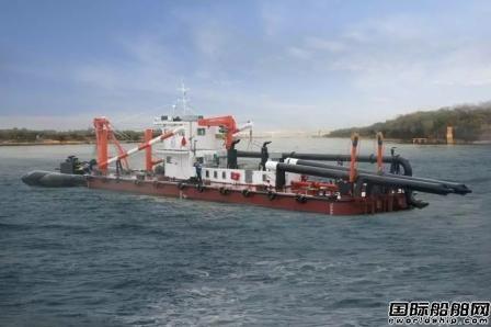 益阳中海船舶一艘1600型拼装斗轮式环保挖泥船下水