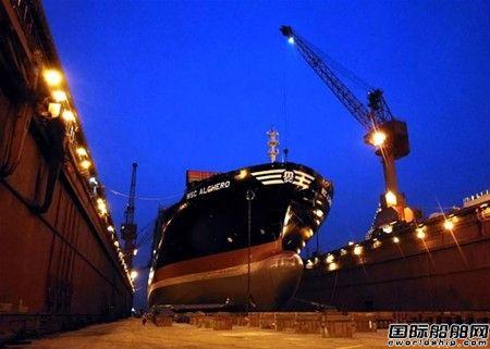 """上海中远海运重工""""阿尔盖罗""""轮完成脱硫塔吊装节点"""