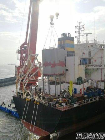 南通中远船务两艘脱硫改装船脱硫塔模块顺利吊装