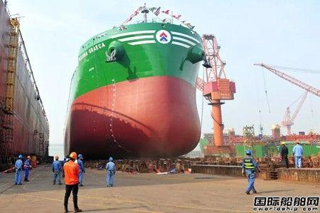 扬子江船业一艘82000吨散货船下水