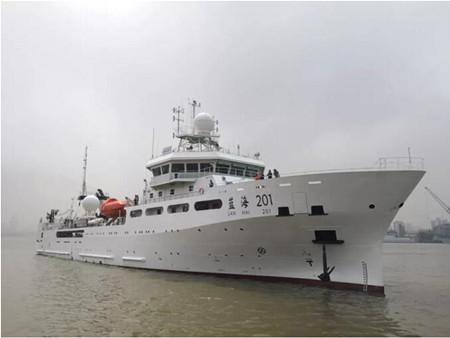 """海洋渔业综合科学调查船""""蓝海201""""完成首次试航"""