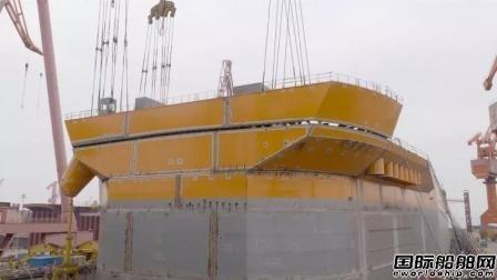 外高桥造船FPSO首制船甲板面贯通