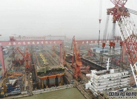 外高桥造船 FPSO上层建筑在外高桥造船成功吊装