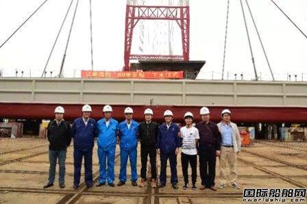 江南造船厂2艘60米趸船完成大节点