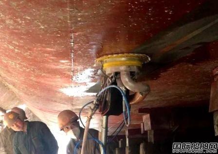 舟山中远海运重工气动式手推车除锈设备投入运营
