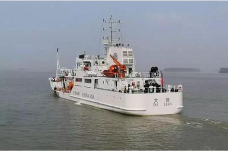 同方江新交付一艘1200吨全电推中型航标船