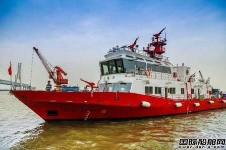 长航公安首艘200吨级消防船正式列装