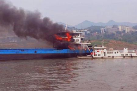 重庆渝北洛碛水域一船舶爆炸7人全部获救