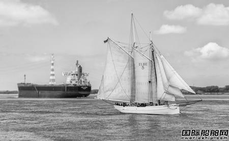 德国百年木船撞上货轮后沉没:刚花1100余万翻新