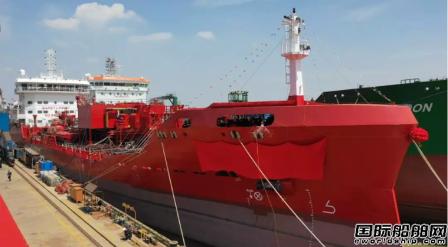 中航鼎衡两艘9900吨不锈钢化学品船命名