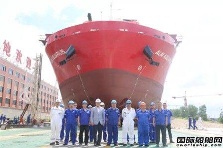 武船集团船舶公司13000吨甲板运输船1号船下水