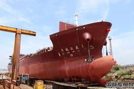江东船厂建造首艘近洋直航集装箱船下水