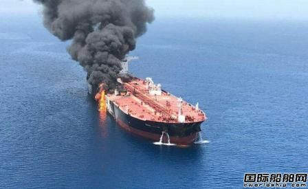 两艘油轮在阿曼海爆炸起火44名船员获救