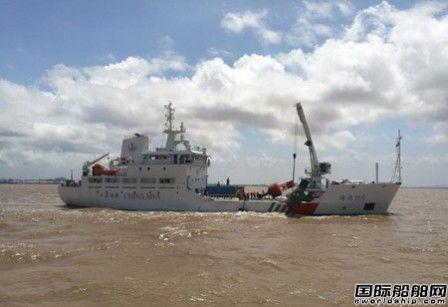 """江南造船大型航标船""""海巡160""""轮下水试航"""