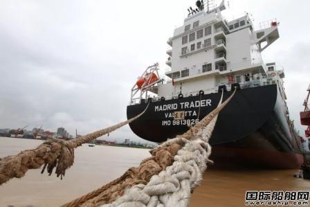 广东中远海运重工一艘1750TEU集装箱船试航
