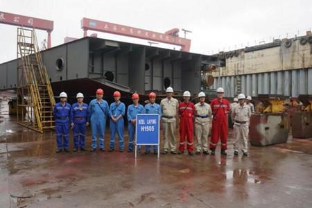 外高桥造船两艘18.7万吨散货船完成下坞