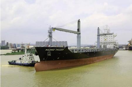 广东中远海运重工一艘1750TEU集装箱船试航凯旋