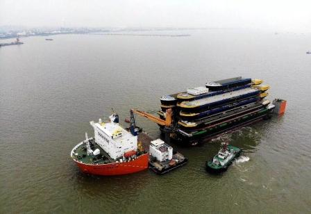 """一船装20艘船!达门将中国""""半成品""""船运往欧洲"""