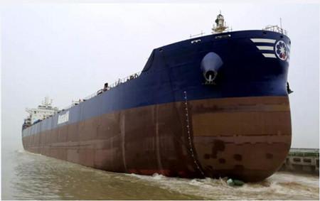 舟山中远海运重工一艘8.16万吨散货船下水