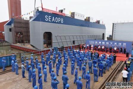 镇江船厂1200T浮船坞顺利下水出坞