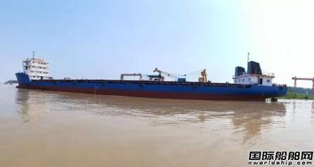 我国首艘快速双体集装箱船下水