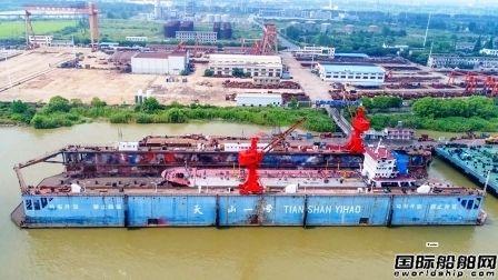 """紫金山船厂""""天山一号""""浮船坞首月修船9艘"""