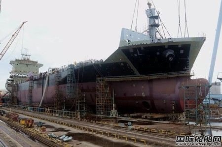 广东中远海运重工一艘1750TEU船完成主船体成型