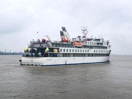招商局重工首艘国产极地探险邮轮开启试航