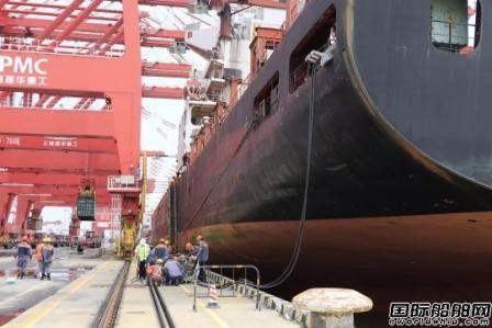 广州港首次为运营集装箱船提供船舶岸基供电
