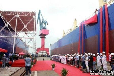 新大洋造船交付一艘皇冠63500吨散货船
