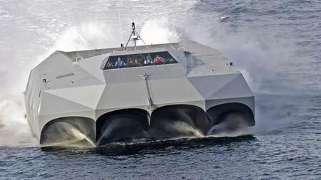 """美军隐身船出没 """"仿佛外星来客"""""""