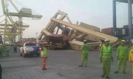 突发!一艘集装箱船印尼港口撞塌码头吊机