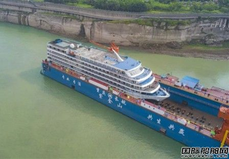 三峡库区最大浮船坞在重庆江万船厂投入运营