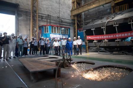 大柴公司520毫米缸径船用低速机工程样机开造