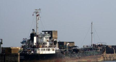"""伊朗""""拖走""""一艘外国油轮称故障需要帮助"""