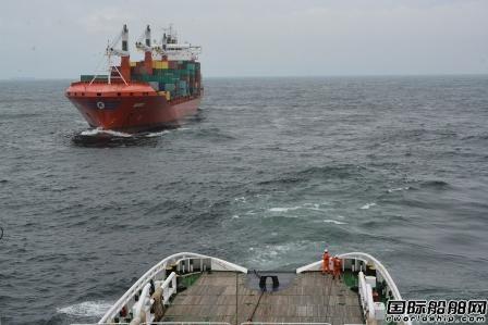 一艘集装箱船东海海域失去动力20名船员遇险