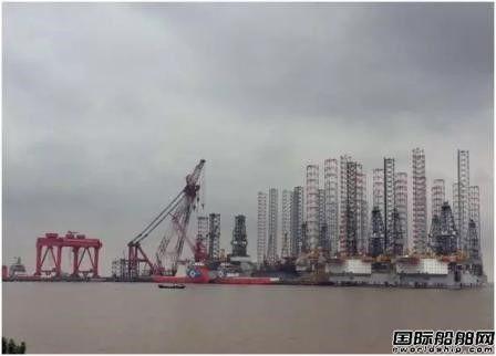 """""""新振浮7""""轮完成外高桥造船平台桩腿接桩任务"""
